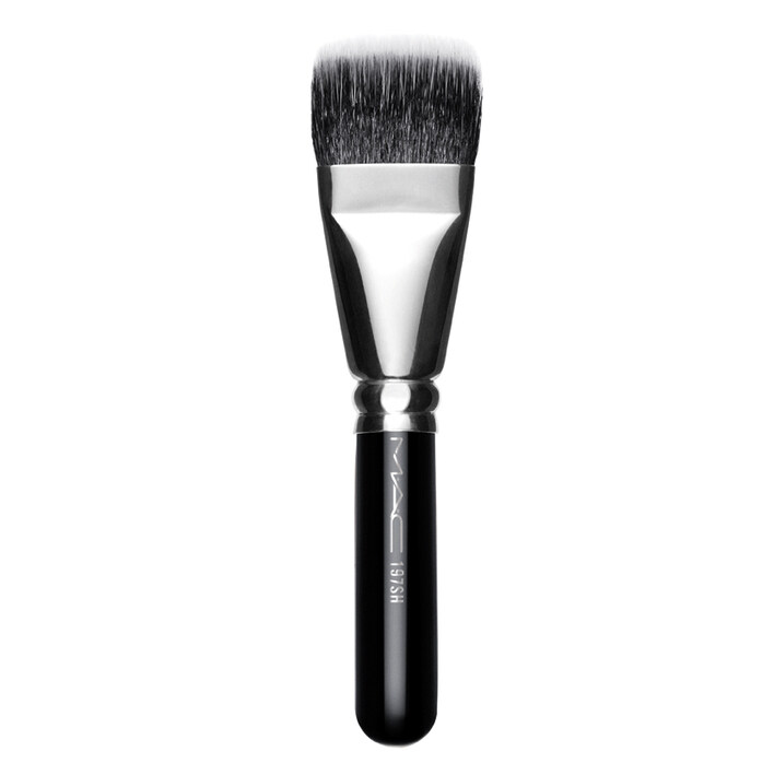 M.A.C cushion brush